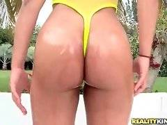 black porn sex movies: Lovely Honey Lou Poses For Your Joy 1